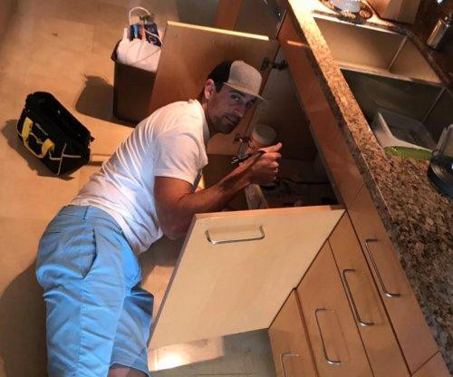 Aaron Rodgers: Green Bay Packers QB fixes Sam Dekker's sink