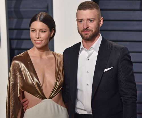Justin Timberlake, Jessica Biel share 'midnight' moment in Paris