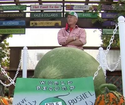 Massachusetts man grows record-breaking 470.5-pound gourd