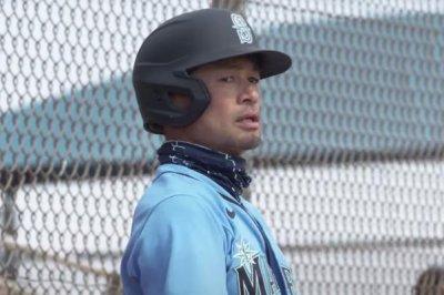 Ex-MLB stars Ichiro Suzuki, Mike Cameron play in Mariners' simulated game