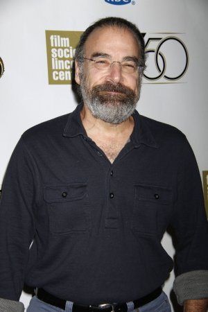 Mandy Patinkin shaves off his signature beard