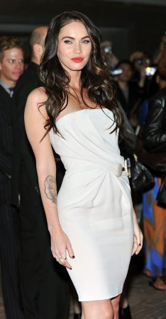 Megan Fox removing Marilyn Monroe tattoo