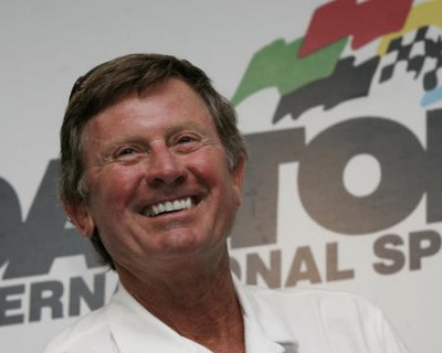 Spurrier gets contract extension at South Carolina