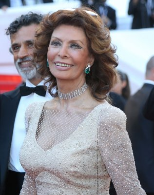 Cannes: Sophia Loren still glamorous at age 79