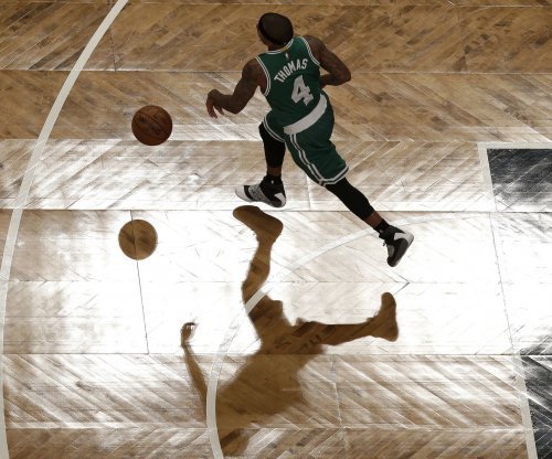 Isaiah Thomas' stunning pass helps Boston Celtics hold off Milwaukee Bucks