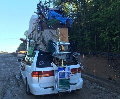 New Hampshire driver stacks massive pile of belongings on top of car