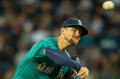 Mariners aiming to hold off Angels
