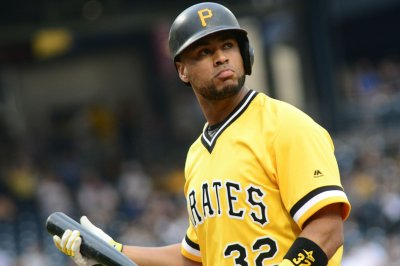 Pirates visit Giants in clash of wild-card hopefuls