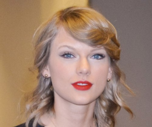 Taylor Swift shares goofy text convo with Ed Sheeran