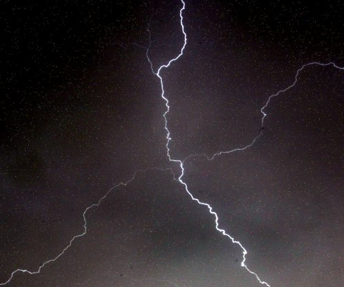 Lightning strike diverts flight in N.Y.