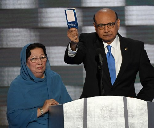 Sales of pocket Constitutions spike after Khan-Trump feud