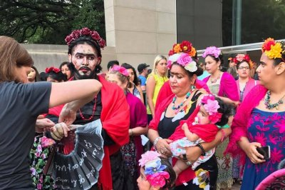 Hundreds dress as Frida Kahlo to attempt world record in Dallas