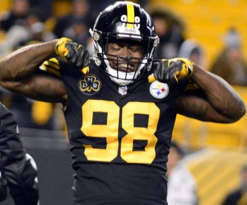 Pittsburgh Steelers to re-sign LB Vince Williams, QB Josh Dobbs
