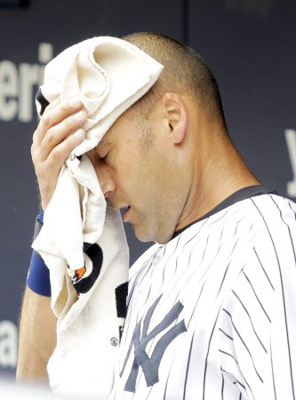 Jeter injures leg; to miss weekend series