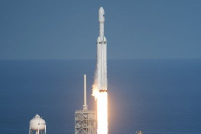 SpaceX Falcon Heavy blasts off, sending Tesla roadster to Mars