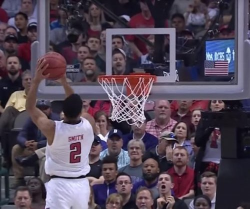 March Madness: Texas Tech's Zhaire Smith completes 360 alley-oop vs. SFA