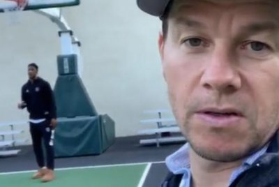 Mark Wahlberg gets 76ers star Jimmy Butler to coach his daughter