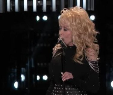 Miley Cyrus, Dolly Parton and Pentatonix perform 'Jolene' on 'The Voice'