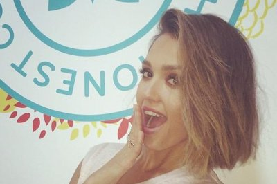 Jessica Alba shows off new bob haircut