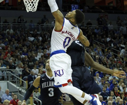 Frank Mason propels No. 2 Kansas past No. 4 Kentucky