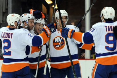 New York Islanders pull away from Colorado Avalanche