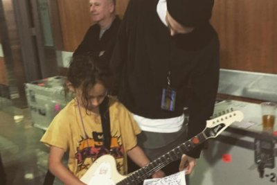 Jason Momoa brings kids to meet Red Hot Chili Peppers
