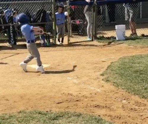 Todd Frazier posts video of toddler son hitting to opposite field with power