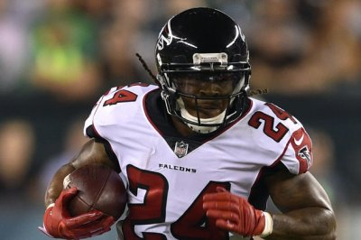 Falcons hope RB Freeman (knee) can play Sunday