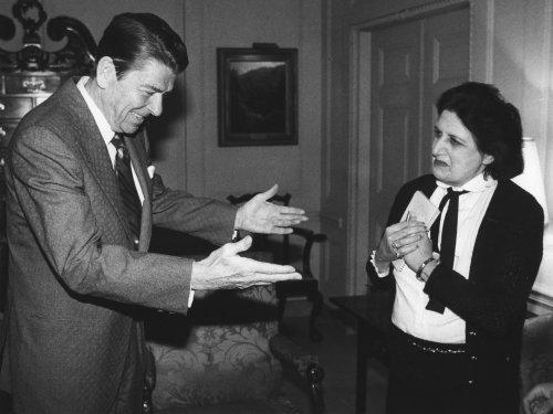 Longtime UPI White House reporter Helen Thomas dead at 92