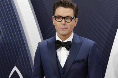 Bobby Bones, Sharna Burgess win 'Dancing with the Stars' Season 27