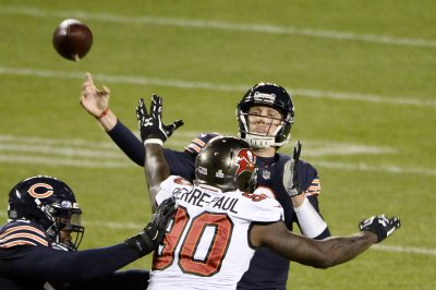 Nick Foles, Bears edge Tom Brady's Buccaneers by 1 point on TNF