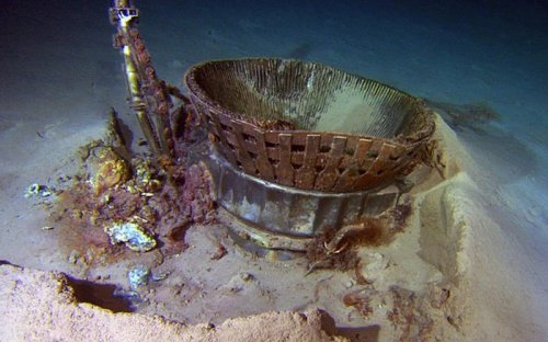 Expedition recovers Apollo engines