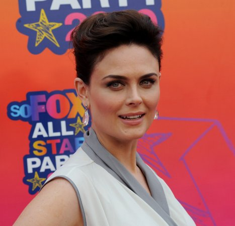 Emily Deschanel gives birth to a son