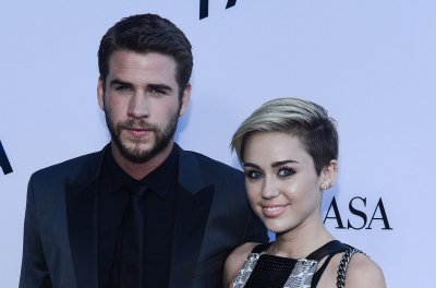 Miley Cyrus and Liam Hemsworth sing along to Justin Bieber while driving