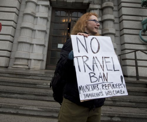 Federal court again asks Justice Dept. to explain Trump's travel ban