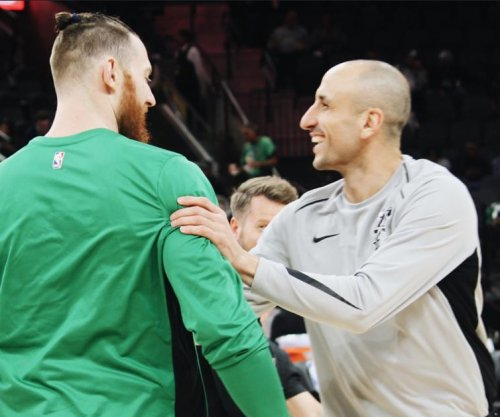 Manu Ginobili's clutch 3-pointer lifts San Antonio Spurs over Boston Celtics