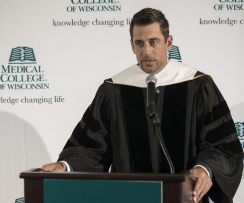 Packers' Aaron Rodgers gets honorary doctorate