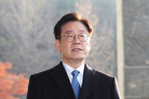 South Korean police find governor's wife made defamatory tweets