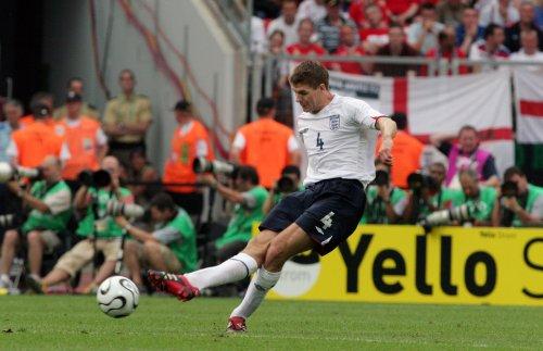 England ends Americans' unbeaten streak