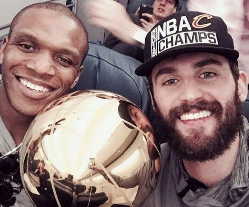 "Kevin Love praises ""best teammate"" James Jones"