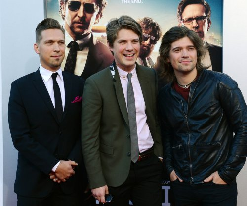 "Hanson set to release Christmas album titled, ""Wintery Mix"""