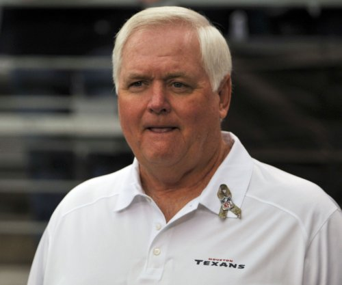 Denver Broncos' Wade Phillips back at work after jarring collision