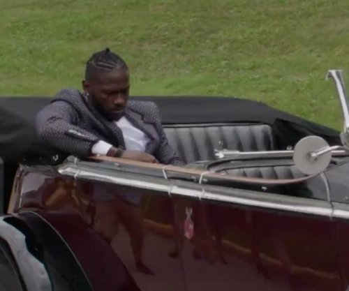 Pittsburgh Steelers' Antonio Brown arrives to camp in 1931 Rolls-Royce, James Harrison in fire truck