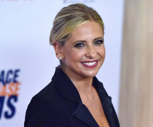 Sarah Michelle Gellar to star in 'Other People's Houses' series