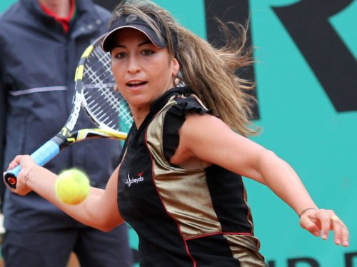 Rezai takes straight-set win in Italy