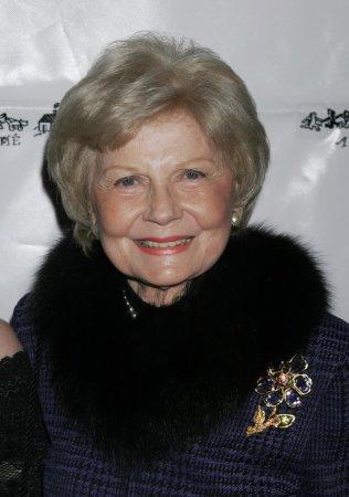 Barbara Billingsley, Beaver's mom, dies