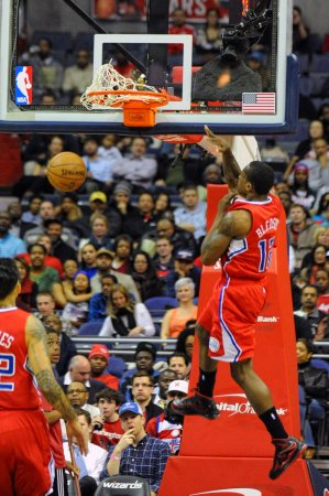 WATCH: Eric Bledsoe shakes Clippers guard all the way off the court