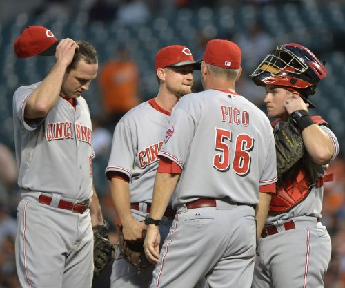 Cincinnati Reds' Moscot leaves game with dislocated shoulder