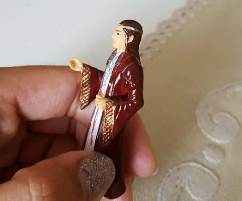 Great-grandma's St. Anthony figurine turns out to be 'Lord of the Rings' elf