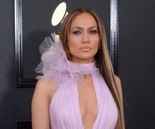 Jennifer Lopez talks Drake at Grammys: 'I have so much love' for him